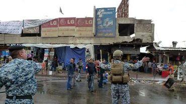 La police irakienne le 7 février 2015 dans un quartier est de Bagdad, après une explosion