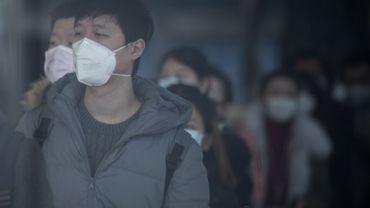Employés de l'aéroport de Shangai portant un masque, ce 20 janvier