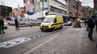 Escortée par la police, l'ambulance transportant Salah Abdeslam a quitté l'hôpital Saint-Pierre