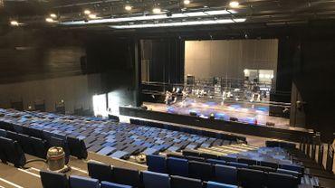 Derniers ajustements dans la grande salle de spectacle avant l'inauguration prévue ce samedi.