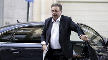 Manifestation devan tle cabinet de Rudi Vervoort pour des avancées salariales dans les administrations bruxelloise