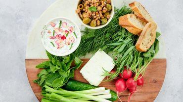 Olives marinées à la grenade et yaourt au concombre!