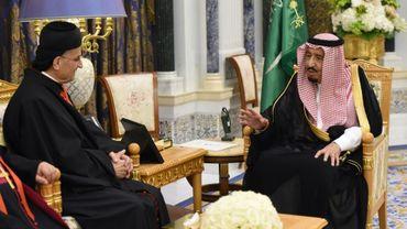 Le patriarche maronite libanais Bechara Rai (G) rencontre le roi Salmane d'Arabie saoudite (D) lors de sa visite à Ryad, le 14 novembre 2017