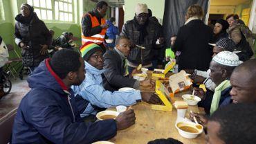 """""""SOS Migrants"""" publie son second livre sur les sans-papiers, intitulé """"Visages humains"""""""