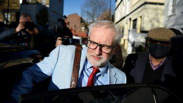 L'ex chef du Parti travailliste britannique Jeremy Corbyn quittant son domicile à Londres le 18 août 2020