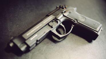 La législation européenne révisée sur le contrôle des armes à feu approuvée en commission
