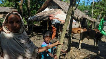 Une famille rohingya au village d'Ah Nout Pyin, le 10 octobre 2017 près de Rathedaung, dans l'Etat de Rakhine, en Birmanie