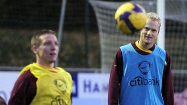 Football : Sonck et Deschacht, en 2009