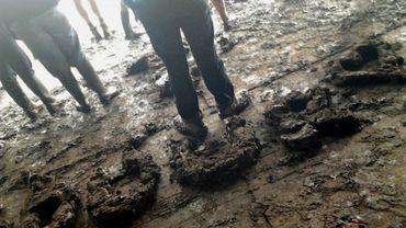 L'ambiance samedi à Dour, boue et humour compris