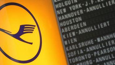 Grève de la Lufthansa: plus de 800 vols intérieurs annulés mardi
