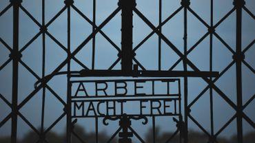 La grille d'entrée sur le site du camp de concentration de Dachau