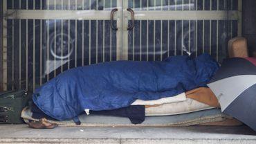 Un sans-abri dans les rues de Bruxelles