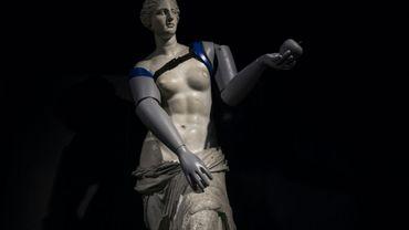 Une réplique de la Vénus de Milo avec des prothèses de bras lors d'une opération de l'ONG Handicap International à la station de métro Louvre-Rivoli, le 6 mars 2018 à Paris