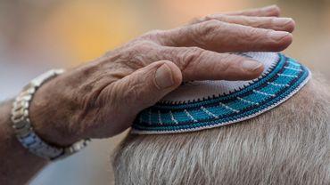 Aujourd'hui, il est conseillé aux fidèles de ne pas porter la kippa en arrivant ou en quittant les synagogues.