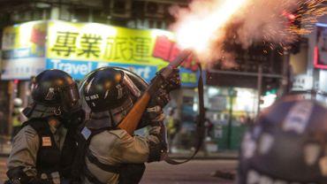 Manifestation, interdictions bravées et gaz lacrymogènes au centre de Hong Kong