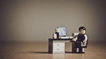 Lego va supprimer 1400 postes sur 18 200 dans le monde, pour la plupart d'ici la fin de l'année.