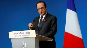 """François Hollande répond à Donald Trump: l'UE """"n'a pas besoin qu'on lui dise ce qu'elle a à faire"""""""