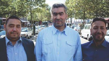 De gauche à droite, Redouane Ahrouch, 42 ans, pour la commune d'Anderlecht, Abdelhay Bakkali Tahiri, 51 ans, pour la Ville de Bruxelles, et Lhoucine Aït Jaddig, 50 ans pour la commune de Molenbeek-Saint-Jean