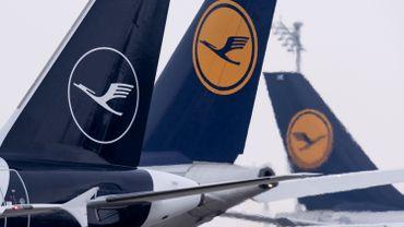 """Grèves en Allemagne: Lufthansa annule """"plus de 800 vols"""" ce mardi"""