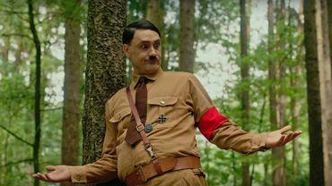 """Dans """"Jojo Rabbit"""", Taika Waititi prête ses traits à Adolf Hitler, l'ami imaginaire du personnage principal."""