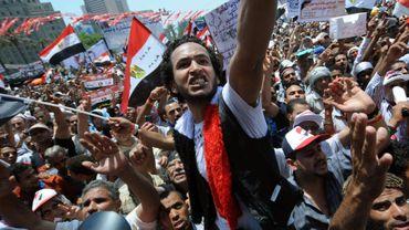 Des centaines de manifestants égyptiens réclamant un changement radical de politique