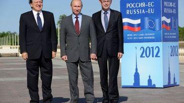 De gauche à droite: José Manuel Barroso (Commission européenne), Vladimir Poutine (Russie), Herman Van Rompuy (Conseil européen)