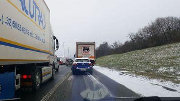Accident de camions, dont un transportant des produits dangereux: la E411 fermée à Spontin vers le Luxembourg