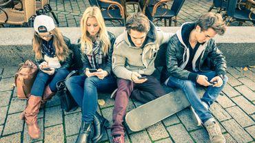 La rentrée est aussi l'occasion pour les adolescents de faire l'acquisition d'un nouveau smartphone.