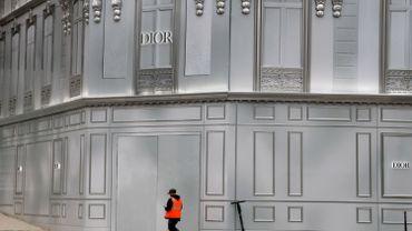 Une partie croissante de la population mondiale doit respecter des règles de confinement. Ici, une rue désertée à Paris suite aux mesures annoncées par le président Emmanuel Macron.
