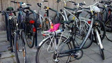 La région de Bruxelles-Capitale collabore dorénavant avec l'asbl Cyclo pour entreposer toutes les bicyclettes en un seul lieu situé chaussée de Louvain, à Schaerbeek