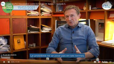Le professeur Michel Moutschen dans l'épisode 5