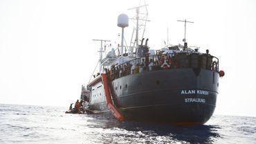 Asile et migration : le bateau d'une ONG avec une centaine de migrants à bord fait route vers la France