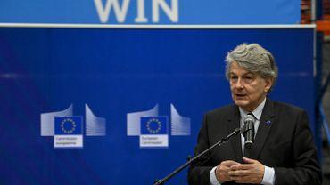 Coronavirus: le commissaire européen Thierry Breton en visite chez Pfizer à Puurs