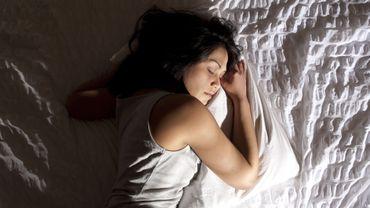 Ecrans, sieste, sophrologie : des pratiques à la portée de tous pour bien dormir