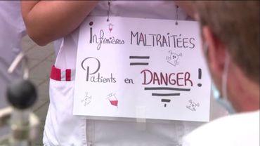 Premier mardi des blouses blanches. Action symbolique à la clinique Saint-Pierre à Ottignies