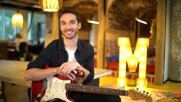 Laurent Mathieu : le présentateur du JT est aussi guitariste !