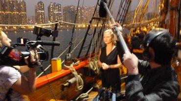"""Barbara Louys sur le bâteau """"Le Bounty"""" qui a servi au tournage """"Les rescapés du Bounty"""" avec Mel Gibson"""