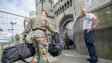 Les militaires sont arrivés lundi dans les prisons de Lantin, Saint-Gilles et Forest.