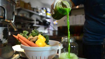 Une recette détox à base de concombre, citron, épinards, céleri et de chou