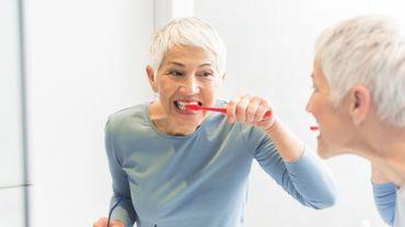 Un composant chimique présent dans le dentifrice augmenterait le risque d'ostéoporose chez les femmes.