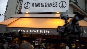 Première réouverture de l'un des bars visés dans les attentats de Paris