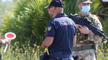 Les 22 individus sont suspectés de participation à la mafia.
