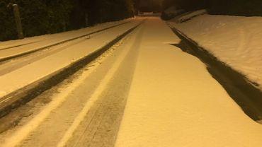 La neige a fait son retour et rend les chaussées glissantes, adaptez votre vitesse