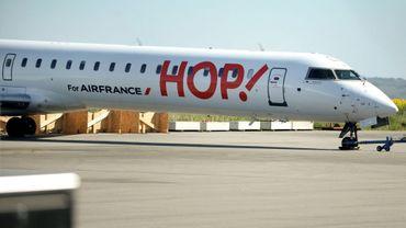 Un avion de la compagnie Hop!, filiale d'Air France, à l'aéroport de Morlaix dans le Finistère en avril 2017