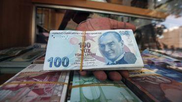"""Pour Erdogan, la chute de la livre résulte d'un """"complot politique"""" contre la Turquie"""