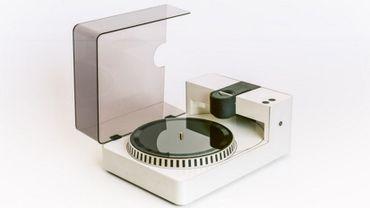 Phonocut présente cet étonnant graveur de disques vinyles.