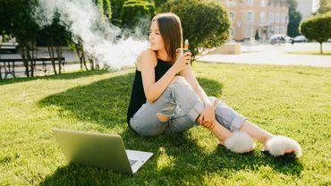 Troisième décès lié aux cigarettes électroniques aux Etats-Unis, 450 malades.