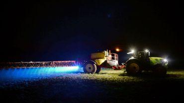 Epandage de glyphosate dans une ferme du nord-ouest de la France,  à Saint-Leonard-des-Bois, le 21 mars 2019