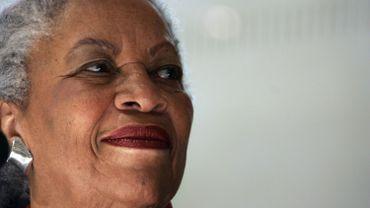 """L'auteure américaine Toni Morrison évoque la question du racisme dans son onzième roman """"Délivrances"""" à travers la vie d'une jeune femme noire"""