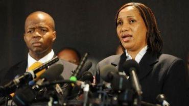Nafissatou Diallo (D) et son avocat Me Thompson, le 28 juillet 2011 lors d'une conférence de presse dansu n centre culturel à Brooklyn, à New York